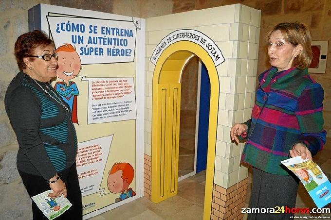 academia_superheroes_manos_unidas