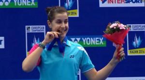 Carolina, sonriente, tras recibir la medalla de oro como campeona de Europa. / Foto: @Bad_Esp
