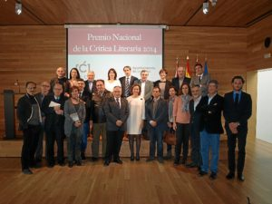 Foto de familia de los premiados con organizadores y jurado.