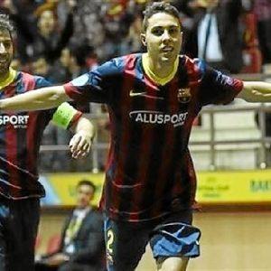Los jugadores celebran la victoria.