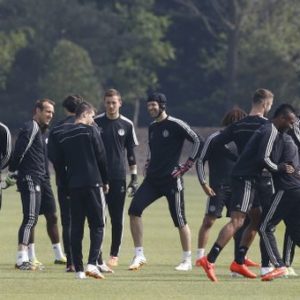 Jugadores del Chelsea durante un entrenamiento antes de viajar a Madrid. / Foto: www.chelseafc.com