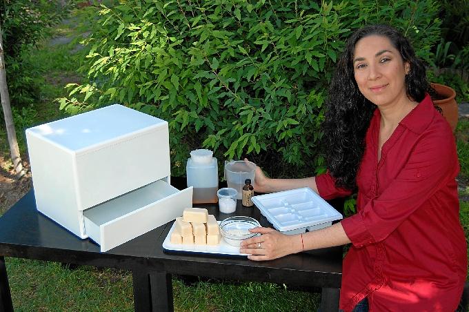 La diseñadora Analía Blanco es quien ha ideado la máquina.