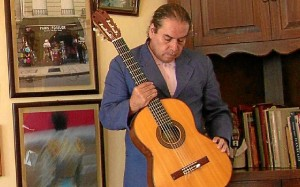 El guitarrista Ramón Macías.