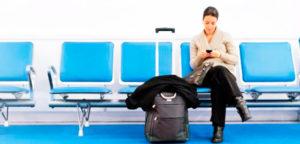 Cada vez más, los viajeros utilizan el móvil para hacer sus reservas. / Foto: www.alartec.com