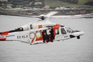 Salvamento Marítimo fue alertado de que el pesquero estaba varado.