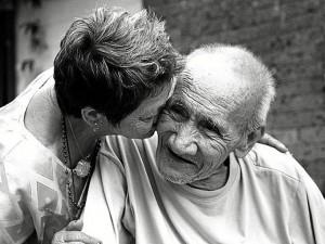 alzheimer_enfermo_anciano_cuidador