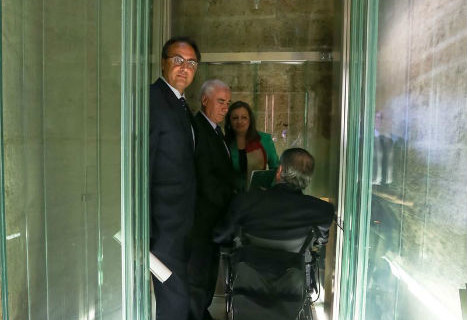La Alhambra instala un ascensor en el Palacio de Carlos V para reducir las barreras arquitectónicas