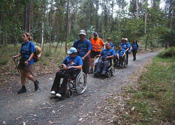 Enfermos de esclerosis múltiple caminan hasta Santiago en 2008.