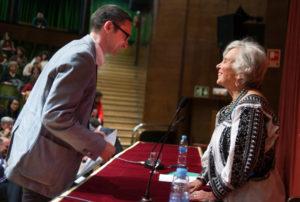 Elena Poniatowska ha hecho entrega del premio a Ordóñez.