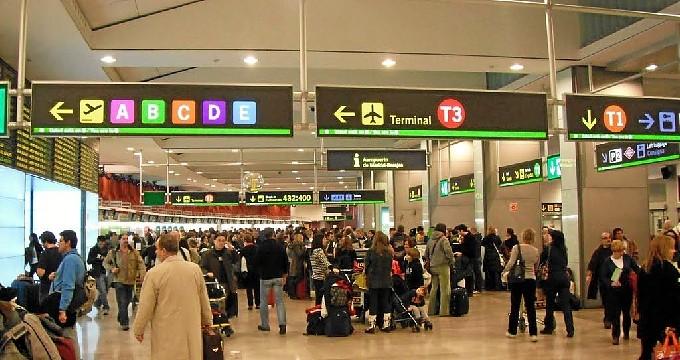 Detenidos dos trabajadores del aeropuerto Madrid-Barajas por eludir los controles para introducir cocaína en España