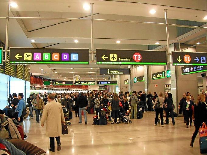 Detenidos dos trabajadores del aeropuerto Madrid-Barajas por eludir ... 019e0705866f9