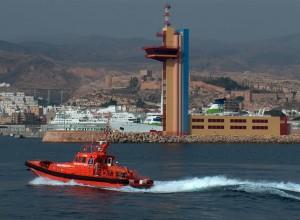 embarcación de Salvamento Marítimo en la costa almeriense.