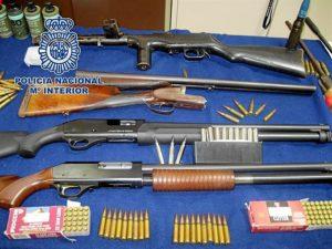 Armas incautadas por los agentes.