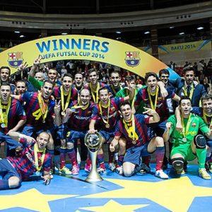 El equipo posa con la Copa del Europa. / Foto: www.fcbarcelona.es