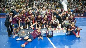 El equipo posa con la Copa del Rey. / Foto: www.fcbarcelona.es