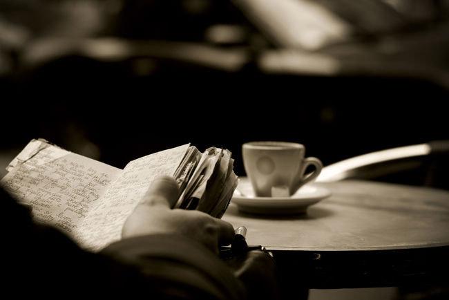 Un libro y un café-