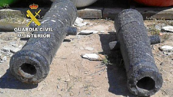 Agentes recuperan en Cartagena dos cañones del siglo XVIII y restos arqueológicos de la época romana