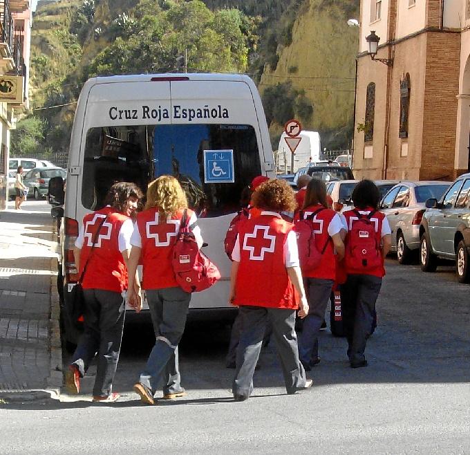 Algunos voluntarios de Cruz Roja.