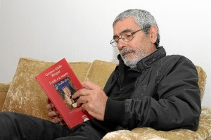 Félix Morales está convencido de que Bécquer versionó la obra de Byron. / Foto: Moisés Muñoz.