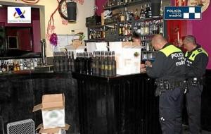 Bebidas incautadas por los agentes.