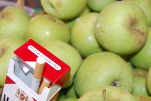 Una actividad común es el intercambio de frutas por cigarrillos.