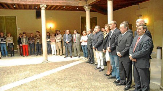 Las muestras de respeto hacia Isabel Carrasco se suceden en todo el país