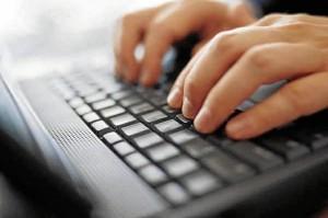 Los españoles realizan muchos de sus trámites a través de Internet. / Foto: arainfo.org