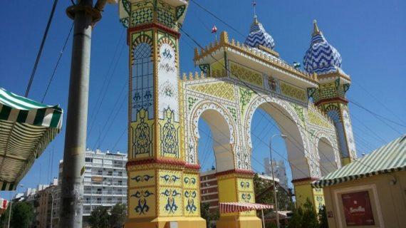 Sevilla celebra su Feria de abril en mayo