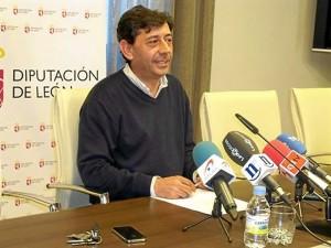 El portavoz de la Diputación de León, Jaime González, en rueda de prensa.