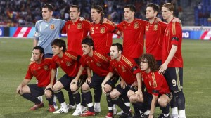 Equipo inicial de España en el partido disputado en Huelva ante Perú en mayo de 2008.