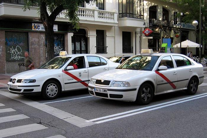 El taxista trató de encontrar al dueño de la cartera. / Foto: blog.etaxi.es/