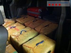 Los once fardos hallados tienen un valor en el mercado de más de dos millones de euros.