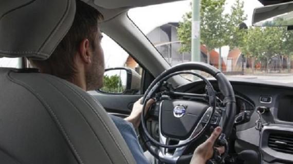 Conductores parapléjicos podrán manejar su coche a través de un guante inalámbrico