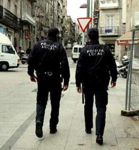 Cuerpos de seguridad patrullando por las calles de Vigo.