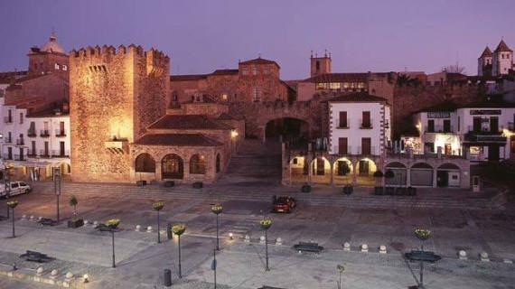 """Extremadura se presenta como un menú """"de muy buen gusto"""" con Cáceres como plato principal"""