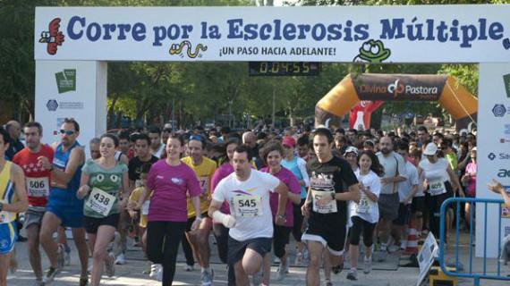 Más de 2.800 personas participan en la carrera 'Corre por la esclerosis múltiple'