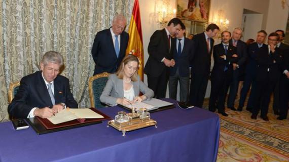 Firman un convenio de colaboración en materia de infraestructuras y transporte con México