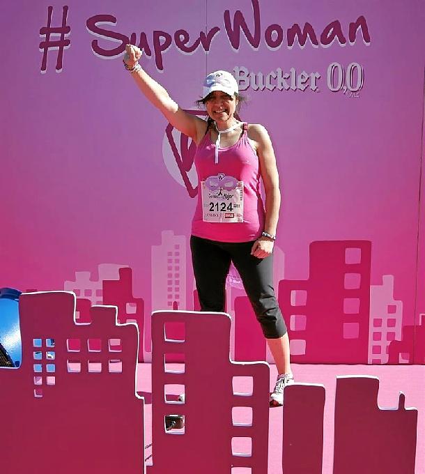 Una alavesa que ha superado tres cánceres, SuperWoman del proyecto solidario de Buckler 0,0