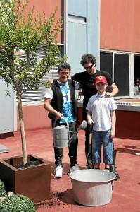 Alejandro Sanz ha plantado el primer árbol de esta iniciativa.