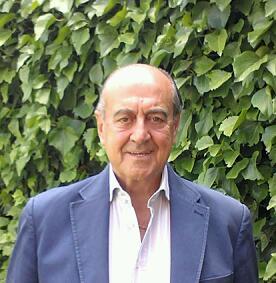 Antonio Calderón empezó a coleccionar insignias a las 10 años.