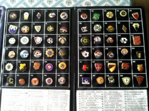 Desde hace cuatro años también colecciona insignias de Semana Santa.
