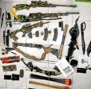 Armas que el detenido tenía en su posesión.