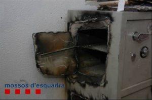 Los ladrones forzaban la caja con una lanza térmica o un soplete.