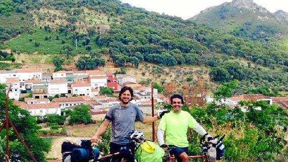 De Madrid a Almonte en bicicleta por una promesa a la Virgen del Rocío