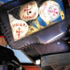 Íñigo lleva conchas con el nombre de sus hijos en la bicicleta.