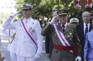 El Príncipe y el Rey durante el homenaje a los caídos. / Foto: Javier Lizón / Pool
