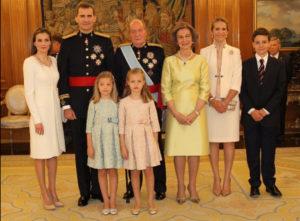 Foto de familia tras la entrega del fajín.