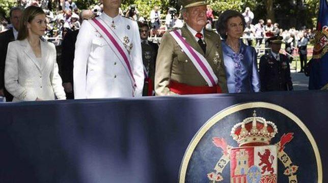 Don Juan Carlos y Doña Sofía seguirán ostentando el el título de reyes tras la abdicación