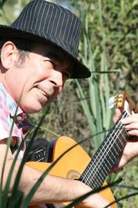 Maldonado, con su guitarra.