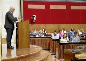El consejero de Presidencia agradece a los grupos parlamentarios sus aportaciones en la tramitación de la Ley de Transparencia.